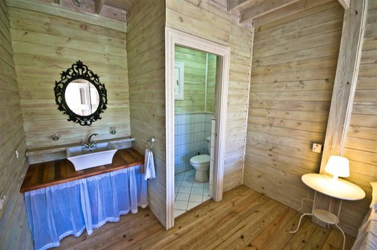 Cabarete Surfcamp: River house bathroom