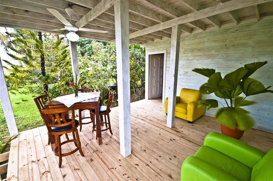 Cabarete Surfcamp: Terrace  of the river house