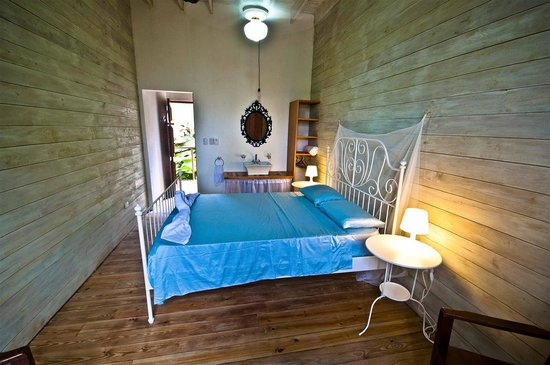 كابارتي سورف كامب: Colonial Room  at the bathroom