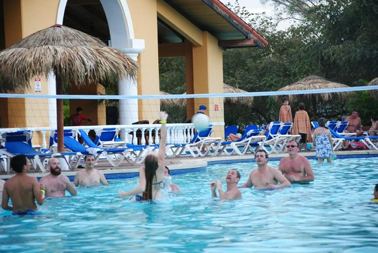 Allegro Papagayo:                   Daily Activities Around the Pool