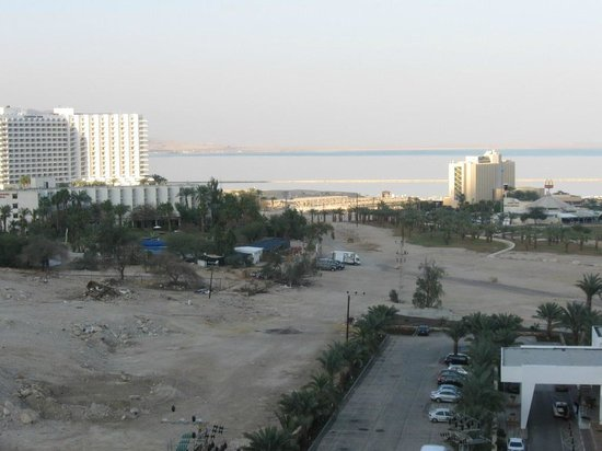 Royal Rimonim Dead Sea:                   the view from 13th floor to the north
