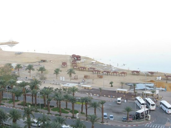 Royal Rimonim Dead Sea:                   view from 13th floor to the east