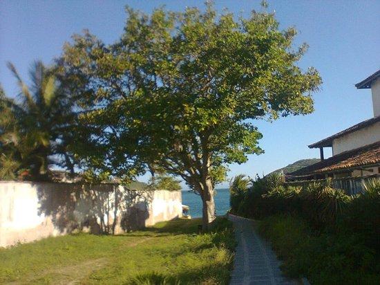 Ferradura Resort:                   Caminho para a praia