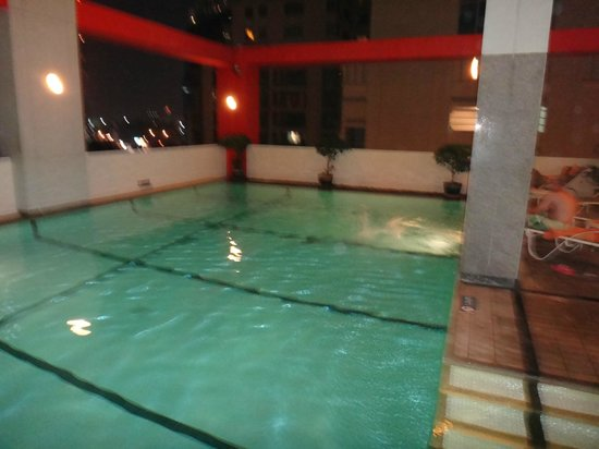 Bandara Suites Silom, Bangkok : Swimming pool