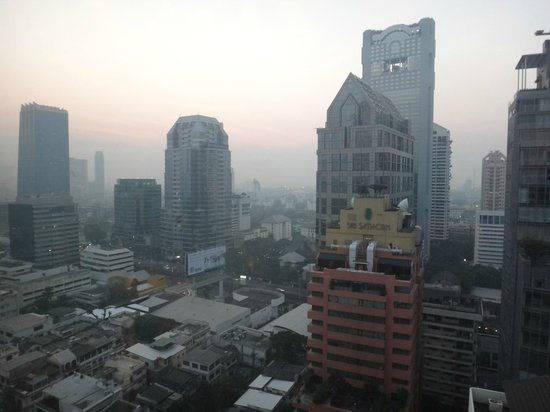 Bandara Suites Silom, Bangkok: view from 24th floor