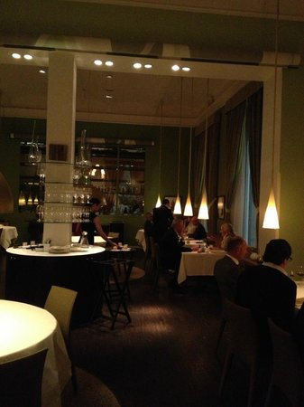 F12: Look at the restaurant
