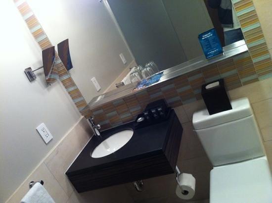 Kimpton Ink48 Hotel:                   boutique style bathroom