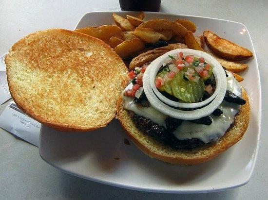 Fuddruckers:                   Una hamburguesa cocinada a la perfección. ¡No dejen de probarla!