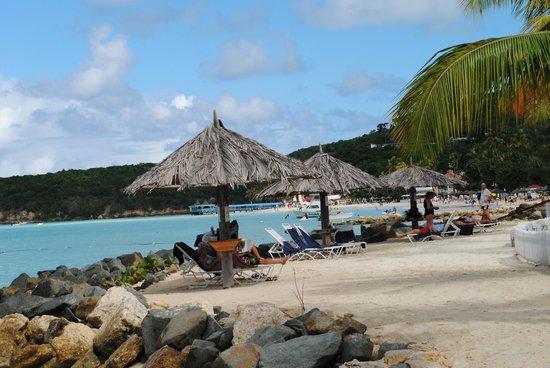 Antigua Village: spiaggia a passeggiata
