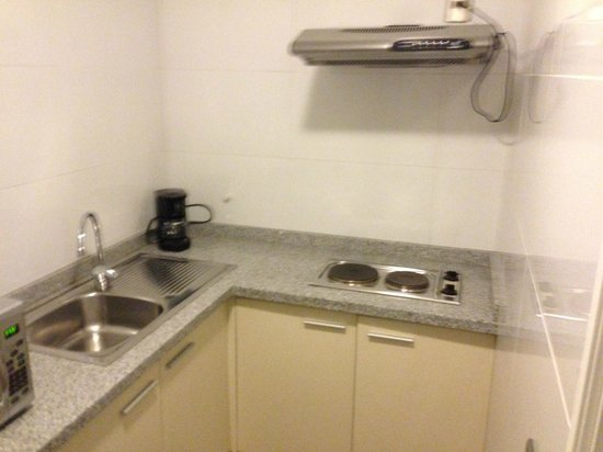 Plaza El Bosque San Sebastian: Kitchen in #105