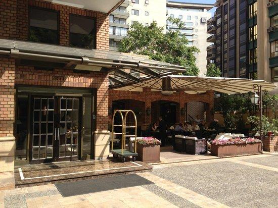 Plaza El Bosque San Sebastian: Front of hotel