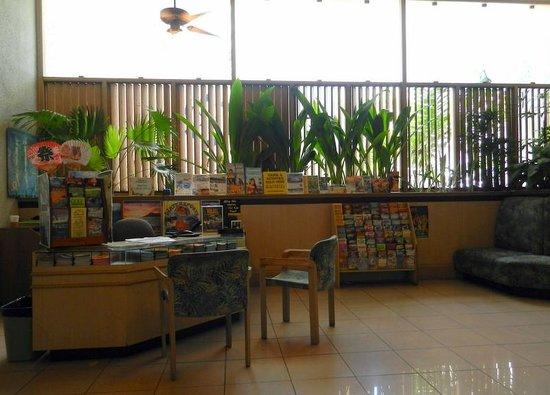 Aston Waikiki Sunset: Comptoir touristique à l'hôtel