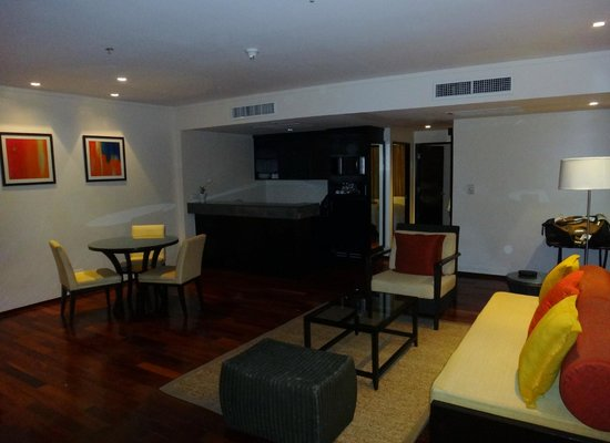Swissotel Resort Phuket Kamala Beach: living area of 2 bed suite