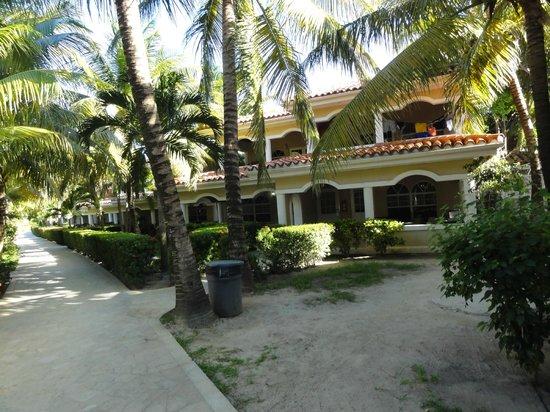 Mayan Princess Beach & Dive Resort: The buildings were very attractive