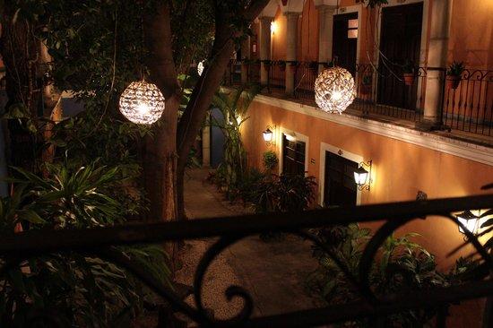 Hotel Casa de las Flores Playa del Carmen: Vista del giardino interno
