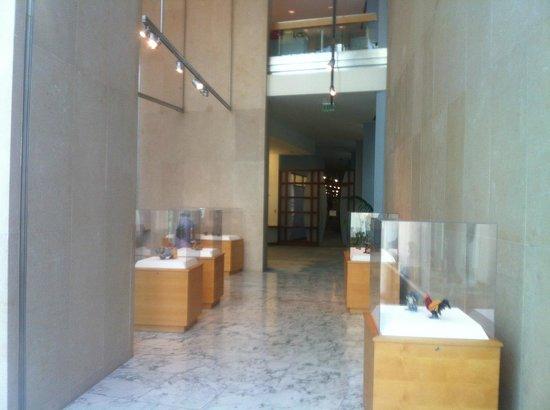 Honolulu Museum Of Art: Located Inside Ground Floor And Mezzanine Of First  Hawaiian Bank