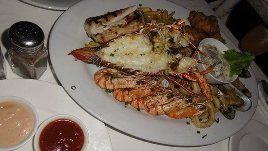 Cardo's Steakhouse & Cocktail Bar:                   ・Blue mussel ・Shrimp ・Lobster ・Grilled Fish(Walu) ・Fish fry(hark)-Fish and chi