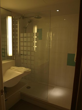 Novotel Ipswich: Bathroom