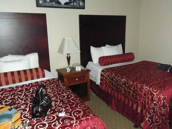 Commonwealth Park Suites Hotel: Our beds