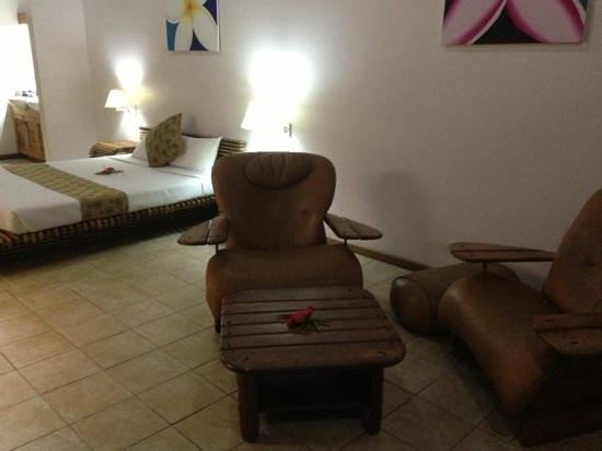 Anchorage Beach Resort:                   spacious mountain view spa room