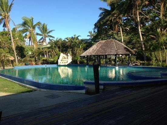 Anchorage Beach Resort:                   the pool-good size and a bar