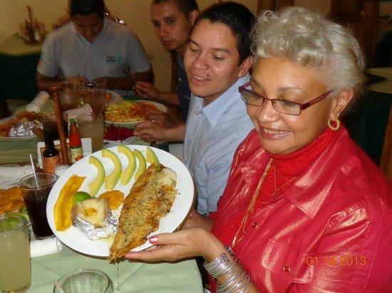 Tony's Mar:                   filet of fish with garlic sauce, tajadas y tostones & lemon squash