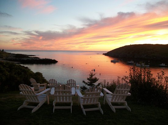 The Island Inn: Glass of wine on chairs during sunset
