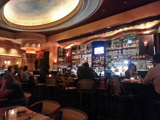 The Cheesecake Factory: Interior of Bar