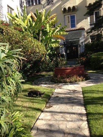 Palihouse Santa Monica:                   lovel hotel in beautiful safe Neighbourhood                 