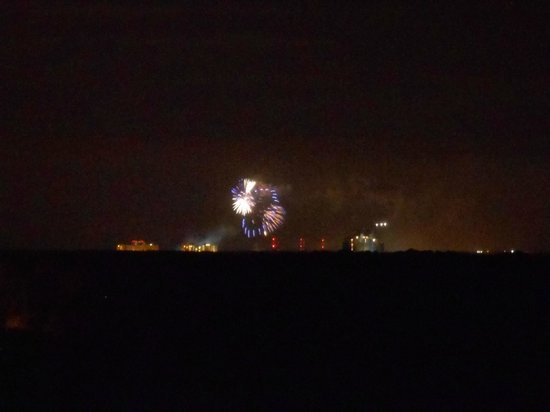 ‪‪Holiday Inn Orlando – Disney Springs Area‬: Magic Kingdom fireworks from balcony‬