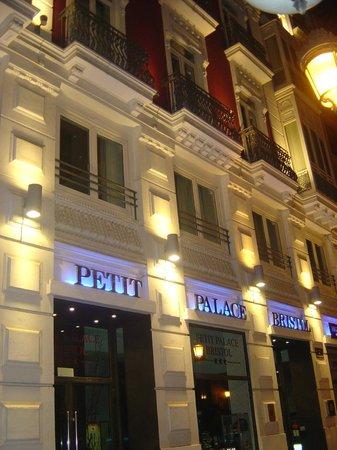 Petit Palace Plaza de la Reina: fachada