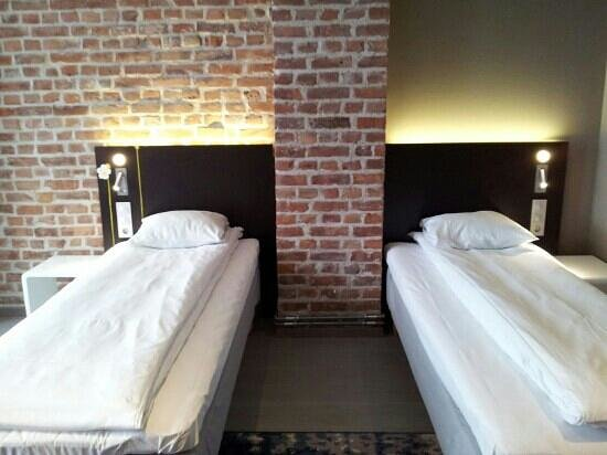Comfort Hotel Grand Central: Twin beds