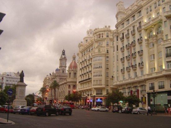 Petit Palace Plaza de la Reina: alrededores