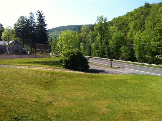 Catskill Seasons Inn:                   view looking towards the road