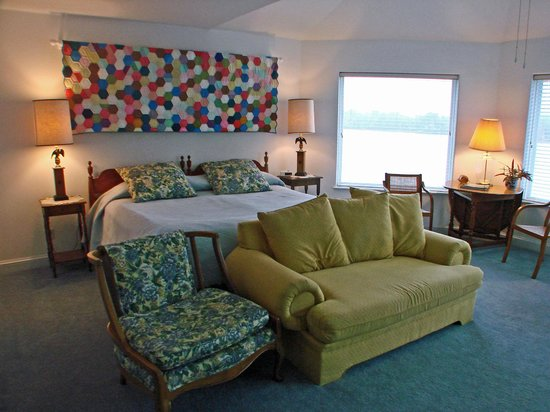 RiverView B&B Inn:                   RiverView Room
