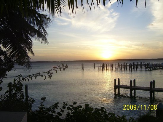 Acquapazza: Best sunset on Harbour Island
