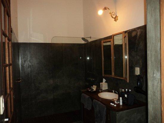 Art Hotel Deco:                   Amplio