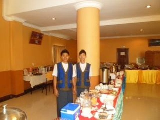 Hotel 63: breakfast area