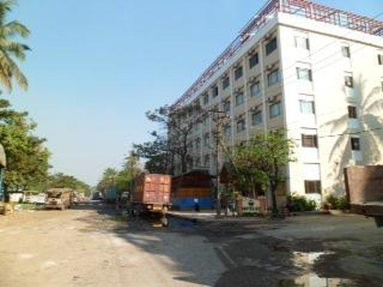 Hotel 63: truck stop
