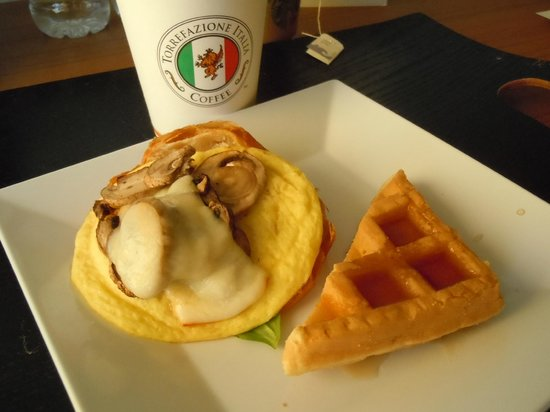 Hyatt Place Waikiki Beach:                   Free breakfast!