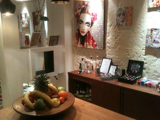 Hotel Crayon by Elegancia:                   Bar