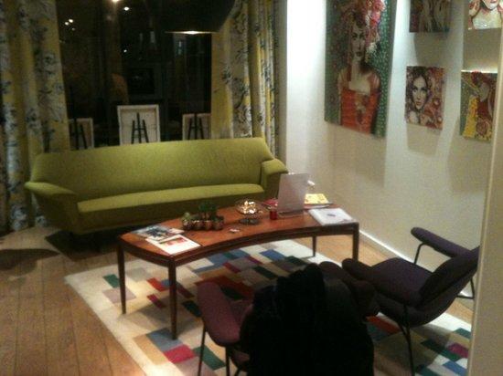 Hotel Crayon by Elegancia:                   Lobby II