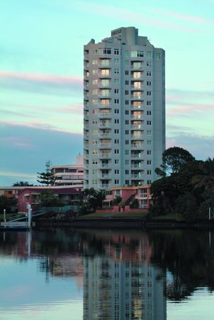 The Emerald: Surrounded by Gold Coast Waterways