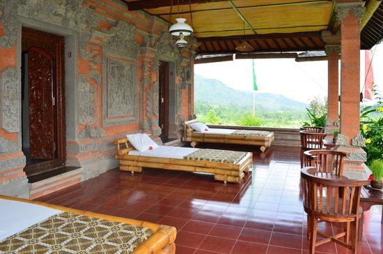 Subak Tabola Villa: Terrasses des chambres Teratai, Lotus et Kenanga