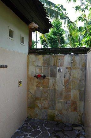 Subak Tabola Villa: Salle de bains chambre Lotus