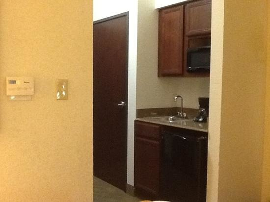 Holiday Inn Express Lufkin South: Loved the bar area sink and mini fridge.