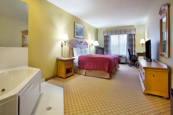 Country Inn & Suites By Carlson, Jackson-Airport: CountryInn&Suites JacksonAirport WhirlpoolSuite