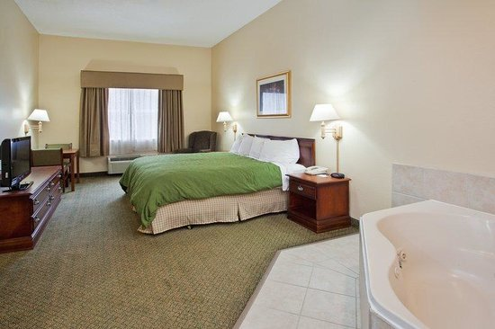 Country Inn & Suites By Carlson, Cartersville: CountryInn&Suites Cartersville  WhirlpoolSuite