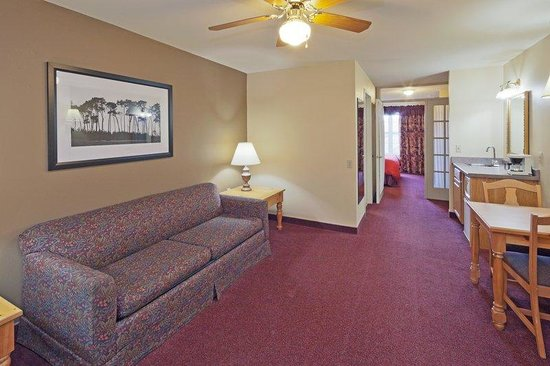 Country Inn & Suites By Carlson, Port Washington: CountryInn&Suites PortWashington  ParlorSte