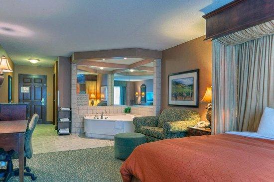 Country Inn & Suites By Carlson, Roanoke: CountryInn&Suites Roanoke WhirlpoolSuite
